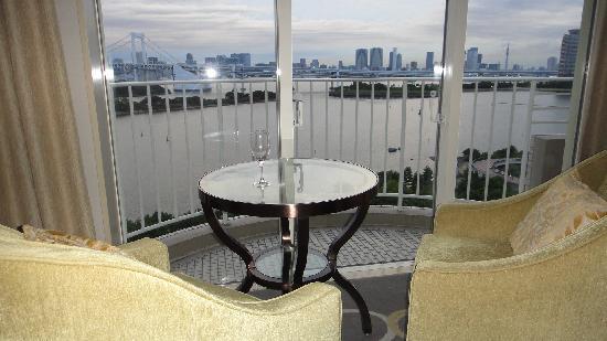 โรงแรมนิกโกะ โตเกียว: ベランダに椅子はありません