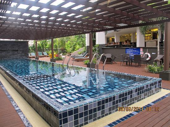 Baramee Hip Hotel: Swimming Pool