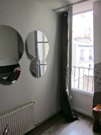 Hotel Pointe Rivoli : Window