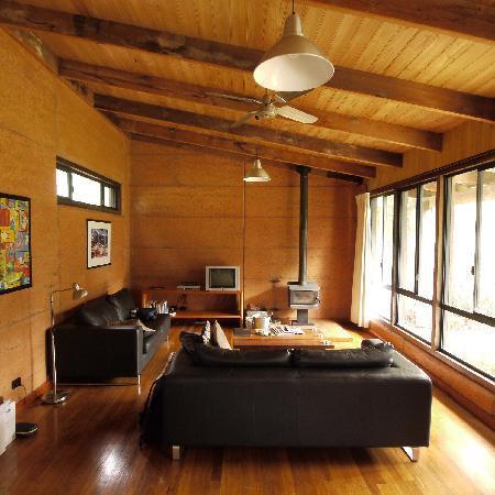 Burnside Organic Farm: Rammed earth bungalow, interior