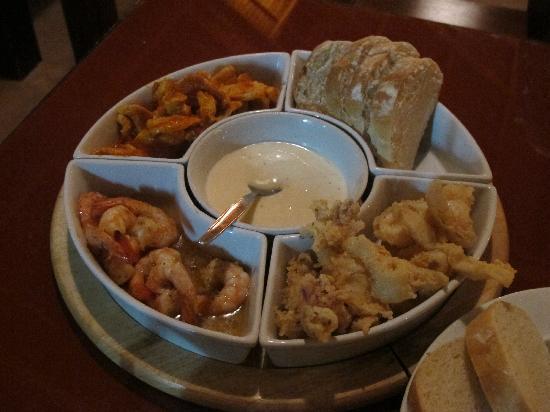 Nic's Ristorante Pizzeria & LoungeBar : seafood + meat tapas