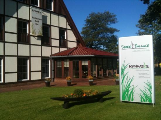 Kur- und Wellnesshaus Spree Balance: Spree Balance mit Sicht auf das Restaurant Konrad's