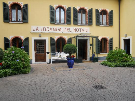 La Locanda del Notaio: entrée de l'hotel