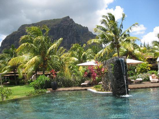 LUX Le Morne: une des 3 piscines