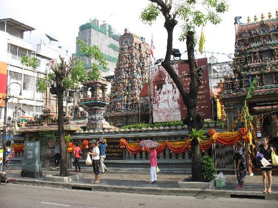 โรงแรมสีลม ซิตี้: el templo hindú