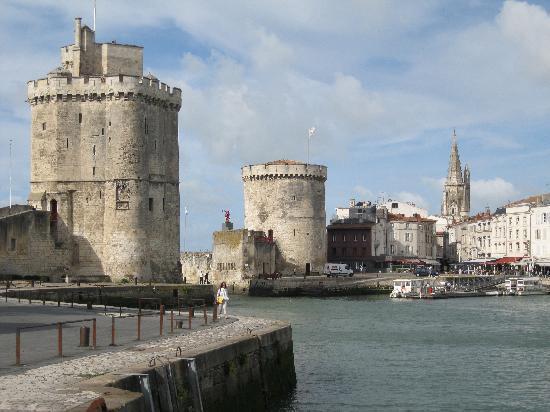 Le Bodegon : entrée fortifiée du port