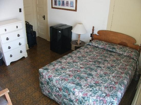 Melbourne International Hotel & Hostel: トイレ、バスは共同ですが、部屋はきれいに掃除されています。