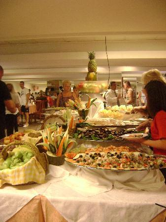 Hotel Ambassador Playa I & II : wonderfull food display