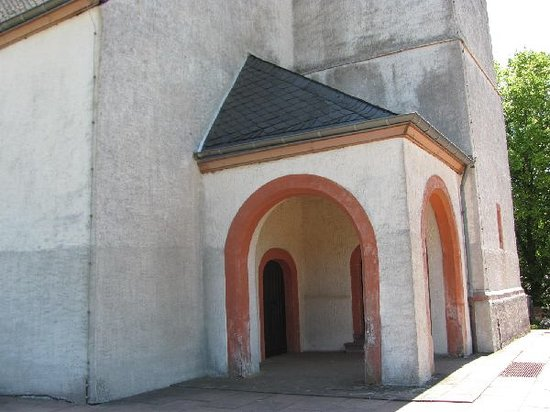 St. Johannes der Taufer: entrance portal