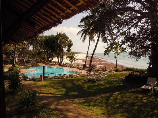 Ukunda, Kenya : vue sur la piscine et la plage
