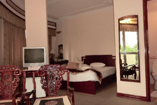 Sai Gon Ha Noi Hotel: 浴室は広い。