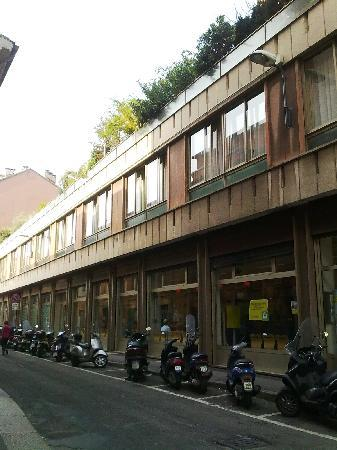 Aparthotel Navigli : Outside of side entry to building