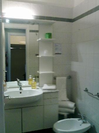 Aparthotel Navigli : bathroom