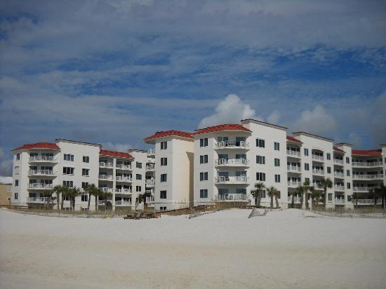 Palm Beach : View of the resort from the beach