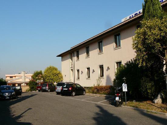 Alba Hotel Torre Maura: parking