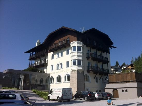 Hotel Wetterstein: outside view from car park