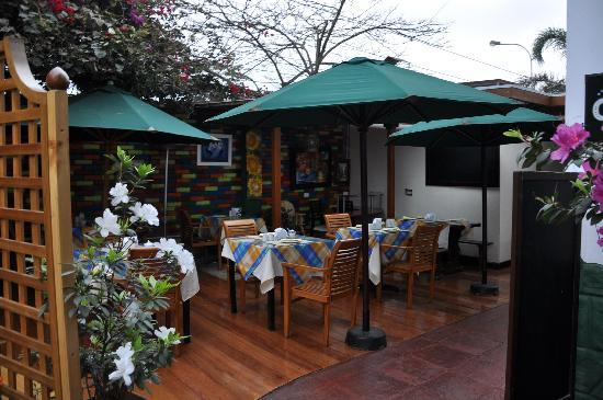 Peru Star Apartments Hotel: Restaurant, outside eating area