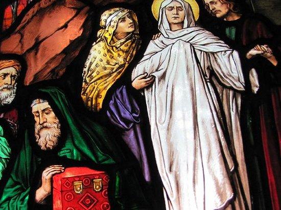 Waldkapelle der Schmerzhaften Mutter: stained glass