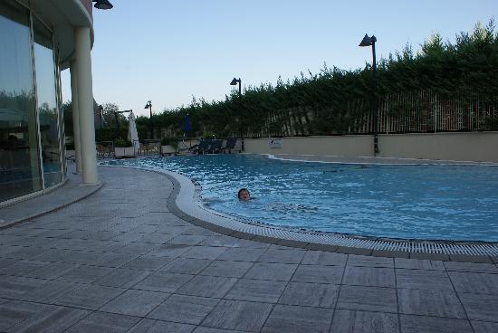 Novotel Roma Est : La piscine