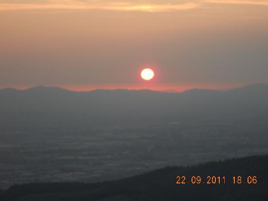 Tenuta Lonciano: coucher de soleil (vue de la chambre)