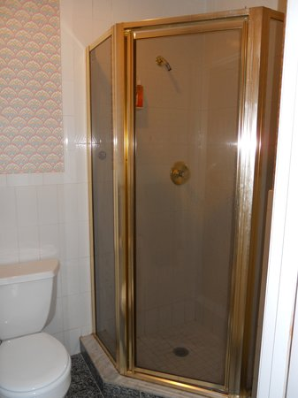 Verona's B&B: Room 5 - shower room