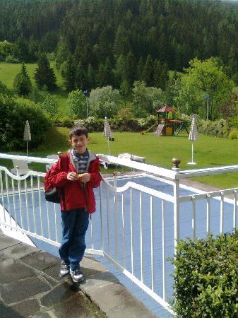 Hotel Sonnalm: piscina e parco