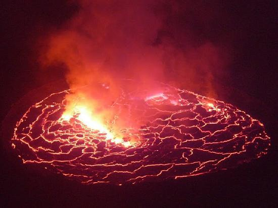 Goma, República Democrática del Congo: The lava lake offers the most at night