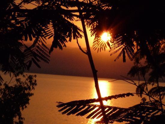 Mövenpick Resort & Spa Dead Sea: Coucher de soleil sur la mer morte
