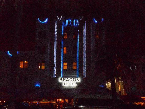 Beacon Hotel: Beacon at night