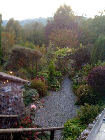 Bryn Tirion Cottage: The beautiful gardens