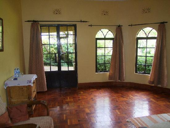 Kembu Cottages: Spacious Bedroom area.