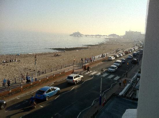 Langham Hotel: View from room 207 along the seafront to Eastborune Pier