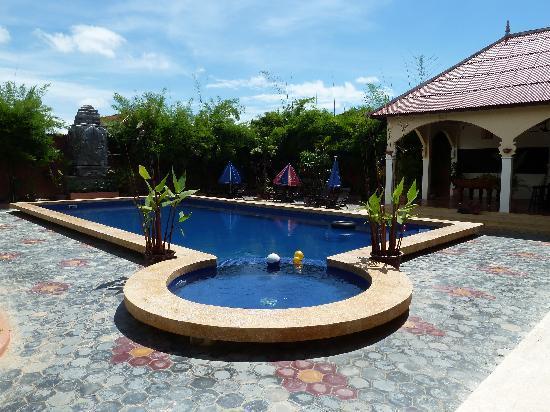 Lotus Lodge: Piscine