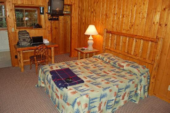 Glacier Highland Resort: Glacier Highland, home of the knotty pine rooms!