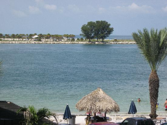Quality Hotel Clearwater Beach Resort: View from room across to Sand Key