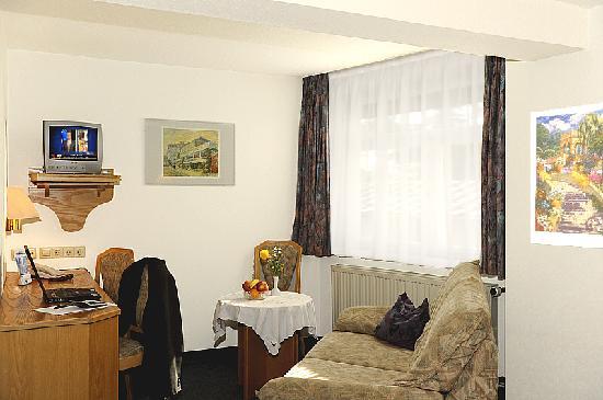 Hotel Adler: Sitzecke im Zimmer