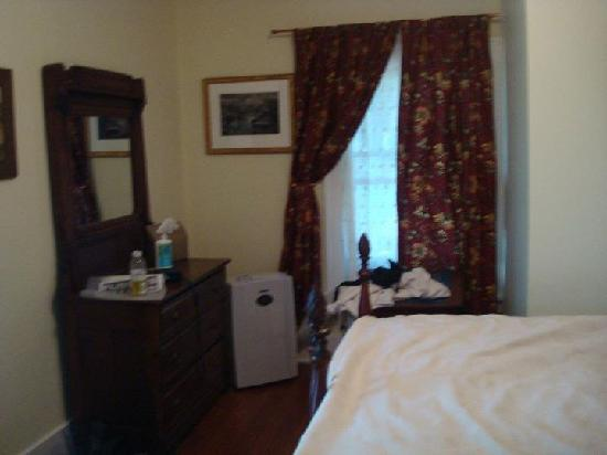 Oviatt House Bed and Breakfast : King bedroom