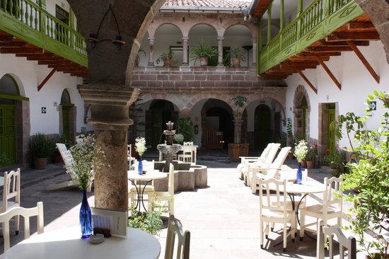 Ninos Hotel: Ninos Courtyard