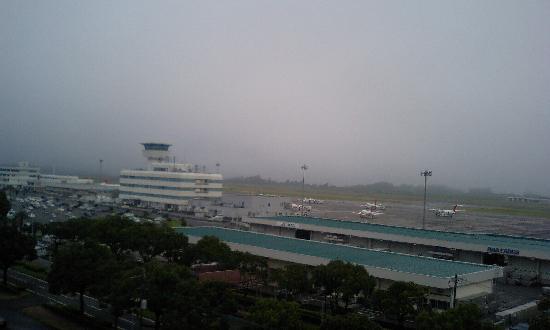 Kagoshima Kuko Hotel : 朝、部屋から見えた鹿児島空港の写真です