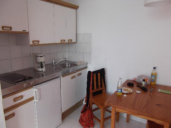 Costa Volcan Apartments: room 512 - sept 11 - kicthen and dining area