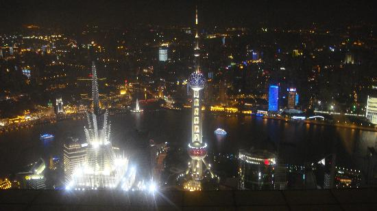 หาดเจ้าพ่อเซี่ยงไฮ้: The bund from the Finacial Tower