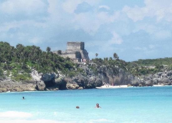 ซากเมืองมายันแห่งทูลุม: Ruins from Tulum beach