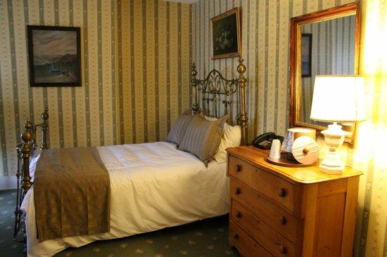 The Golden Lamb Inn: A bedroom