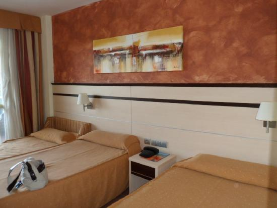 Golden Port Salou: The Room for 3