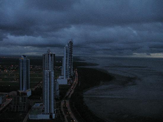 Costa del Este: Vista hacia Costa Sur, 6:15 am