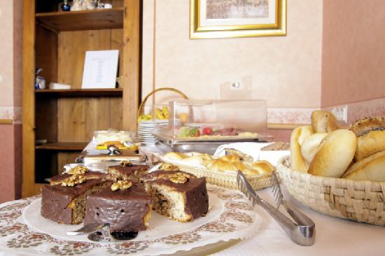 Hotel Adler: Fruehstuecksbuffet