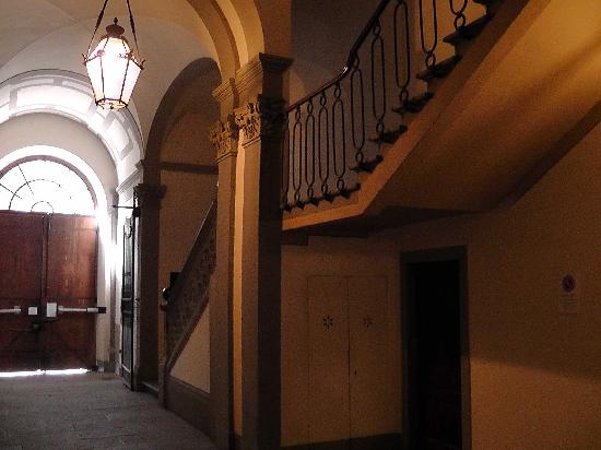 โรงแรมปาราซโซ่ กัวดาก์นี่: Eingang Treppenhaus