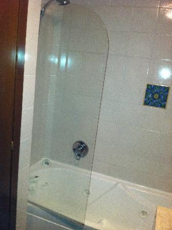 Hotel Villa Madrina: shower