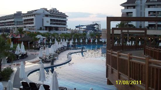 Sherwood Dreams Resort: Main pool with slides in background