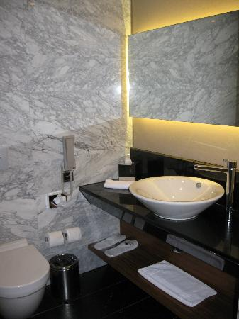 DoubleTree by Hilton Istanbul - Old Town: bathroom